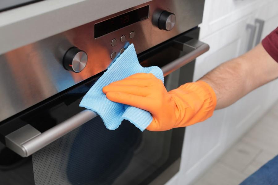 Čistenie rukoväte nerezovej rúry