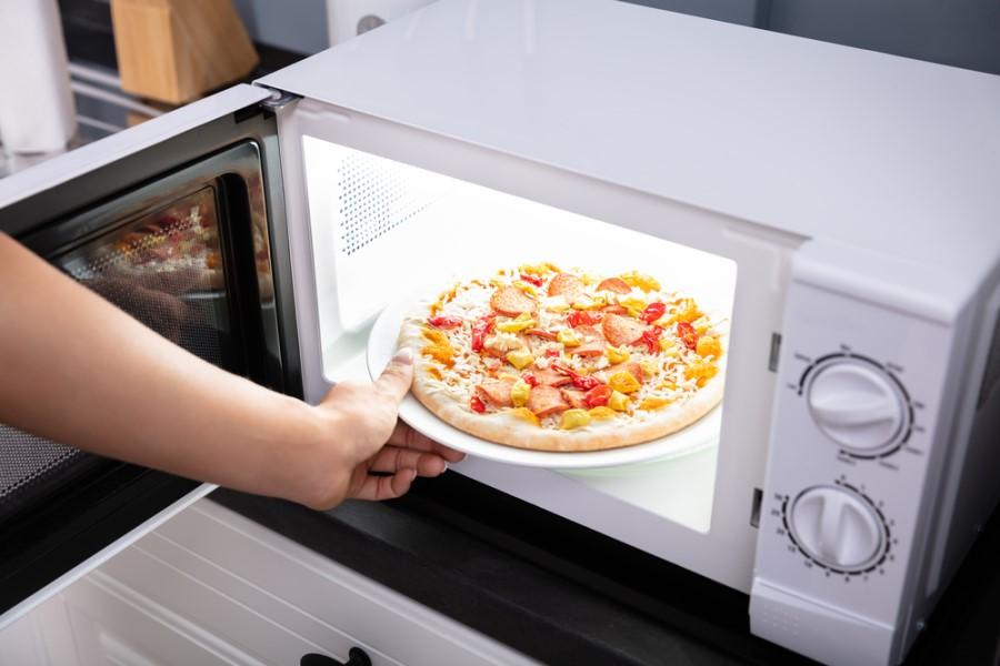 Ohrievanie jedla v mikrovlnke