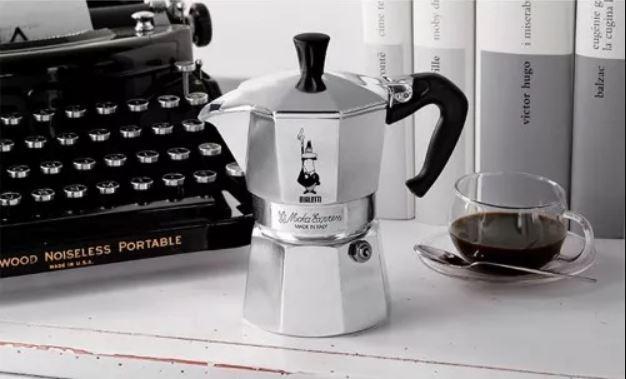 Moka kávovar Bilaetti bol vynájdený v Taliansku v roku 1933