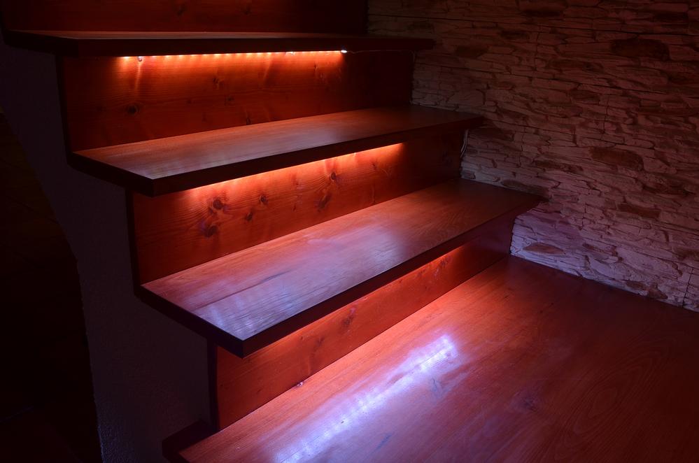 LED pásik na schodoch