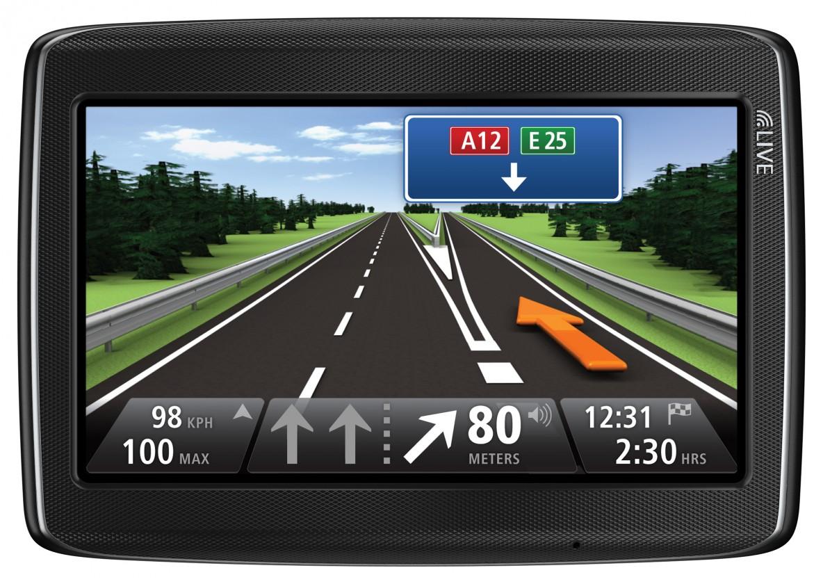 Auto navigácia  TomTom GO 825 LIVE EU, 2 roky aktualizace map, 1 rok služby LIVE