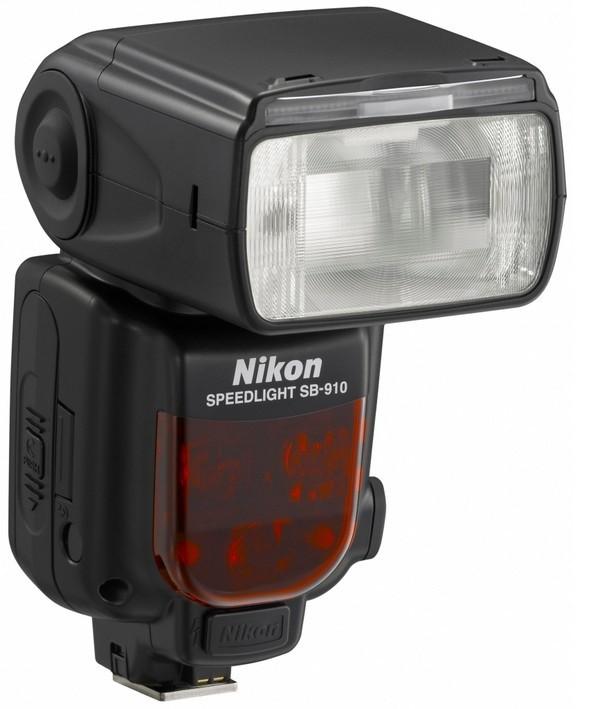 Blesky Nikon SB-700