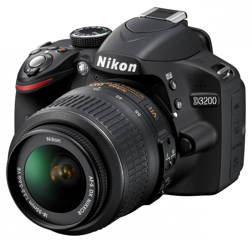 Digitálna zrkadlovka Nikon D3200 + 18-55 DX II