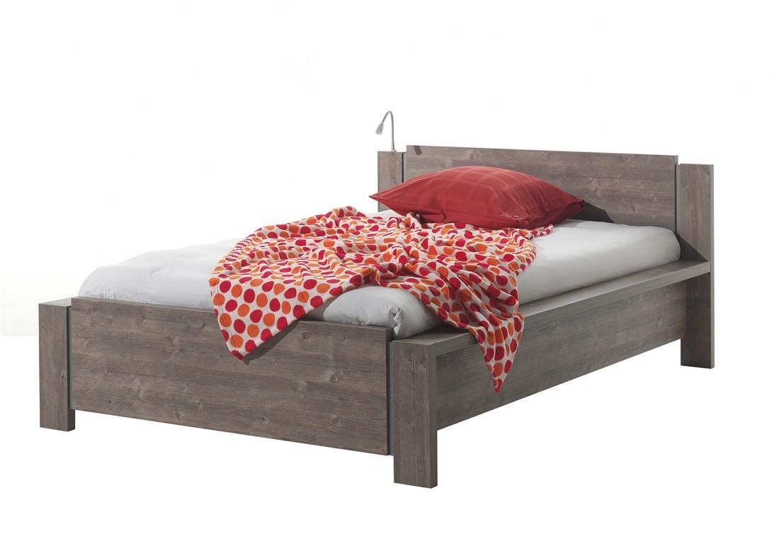 Klasická posteľ Amazon - C402 (borovica maremma)