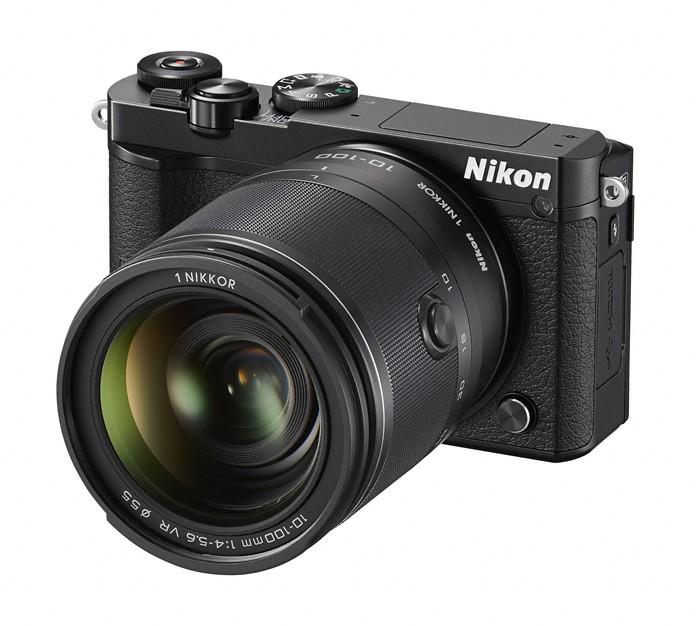 Kompakt s výmenným objektívom Nikon 1 J5 + 10-100mm black