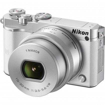 Kompakt s výmenným objektívom Nikon 1 J5 + 10-30mm white