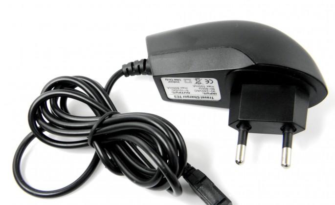 Sieťové nabíjačky (230V) Sieťová nabíjačka mini Mini USB POUŽITÝ, NEOPOTREBOVANÝ TOVAR