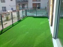 Trávny koberec s nopky 133x400 cm (zelená)